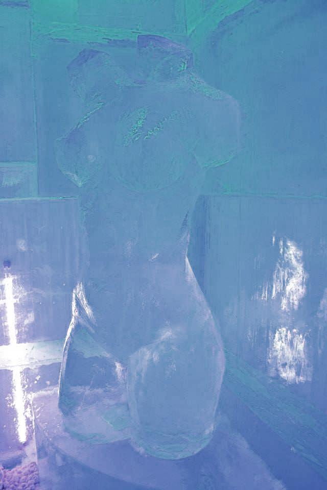 Rzeźba z lodu w rzymskim barze lodowym